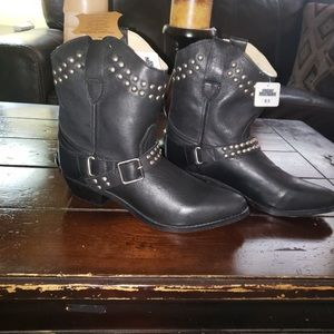 Black cowgirl boots ( in need of a new home)